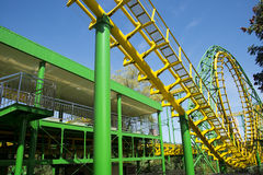 O parque de diversões, arquitetura moderna Fotos de Stock Royalty Free