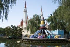 O parque de diversões, arquitetura moderna Imagem de Stock