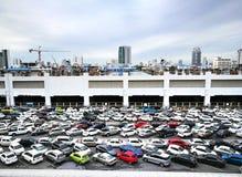 O parque de estacionamento na estação de Mo Chit BTS, uma das estações as mais ocupadas, põe-no na entrada do Ch Fotos de Stock