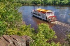 O parque estadual de um estado a outro é ficado situado no St Croix River por Taylo Imagem de Stock
