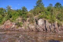 O parque estadual de um estado a outro é ficado situado no St Croix River por Taylo Fotografia de Stock