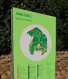 O parque Guell assina dentro Barcelona fotografia de stock