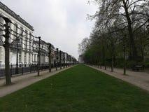 O parque na frente do lugar real em Bruxelas imagens de stock royalty free