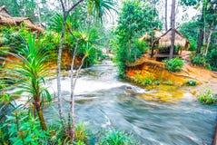 O parque nacional de Kirirom situado em Kompong spue província Kingdom of Cambodia a cachoeira e a montanha bonitas Fotografia de Stock
