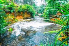 O parque nacional de Kirirom situado em Kompong spue província Kingdom of Cambodia a cachoeira e a montanha bonitas Foto de Stock
