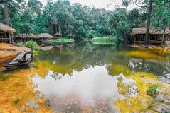 O parque nacional de Kirirom situado em Kompong spue província Kingdom of Cambodia a cachoeira e a montanha bonitas Foto de Stock Royalty Free
