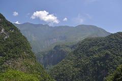 O parque nacional montanhoso e nebuloso de Taroko fotografia de stock royalty free