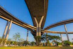 O parque sob a via expressa Foto de Stock Royalty Free