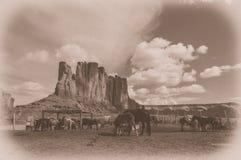 O parque tribal do Navajo do vale do monumento com cavalos, EUA fotos de stock
