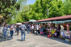 O parque verde do lago igualmente conhecido como Cui Hu Park é um dos parques os mais bonitos na cidade de Kunming foto de stock royalty free