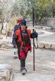 O participante do festival em um traje tradicional do samurai no Jerusalém do ` do festival do anuário Knights o ` foto de stock