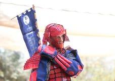O participante do festival em um traje tradicional do samurai no Jerusalém do ` do festival do anuário Knights o ` imagem de stock