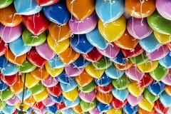 O partido colorido balloons o fundo Fotografia de Stock Royalty Free
