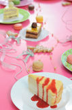 O partido colorido da sobremesa com muitos endurece foto de stock royalty free