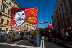 O partido comunista é involvido durante o março imortal do regimento da ação durante as celebrações de Victory Day Foto de Stock