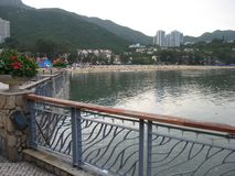 O passeio da margem na baía da descoberta, ilha de Lantau, Hong Kong fotos de stock royalty free