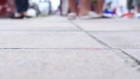 O passeio da multidão na rua do mercado, seleciona o passeio do foco filme