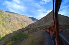 O passeio do trem do nariz do diabo, Equador fotografia de stock royalty free