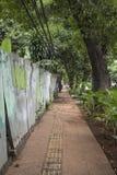 O passeio tomou partido pela construção em uma rua de Jakarta, Indonésia fotografia de stock royalty free