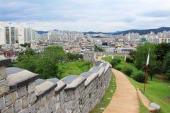 """O patrimônio mundial do UNESCO de Coreia situa fortaleza Hwaseong do †de """"e cidade de Suwon Foto de Stock"""