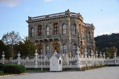 O pavilhão de Kucuksu, Istambul, ajardina completamente da história, obra de arte do otomano Imagens de Stock Royalty Free