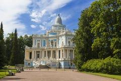O pavilhão deslizante do monte, Oranienbaum, uma cidade de Lomonosov, oblast de Leninegrado fotografia de stock