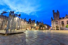 O Pavillion espelhado na porta do castelo para o festival da arte visual e do projeto fotos de stock