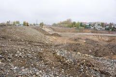 O pavimento, os freios e os passeios estão sendo reparados para atualizar a infraestrutura da cidade foto de stock royalty free