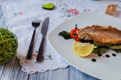 O peixe é cozinhado imagem de stock