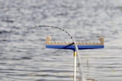 O peixe está vindo! foto de stock