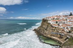 O penhasco em Azenhas faz março na costa atlântica portuguesa imagem de stock royalty free