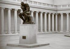 O pensador por Rodin imagem de stock