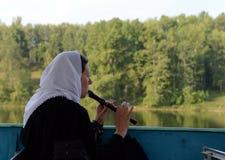 O peregrino desconhecido joga o acordo à proximidade do convento de Vvedensky Tolga Imagem de Stock