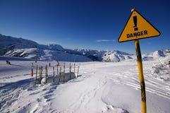 O perigo assina dentro a área da avalancha dos alpes Foto de Stock Royalty Free