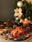 O peru cozido ou chiken ou o espaço do dia da ação de graças do Natal ou do ano novo para o texto Imagens de Stock Royalty Free