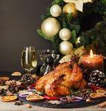 O peru cozido ou chiken ou o espaço do dia da ação de graças do Natal ou do ano novo para o texto Fotos de Stock Royalty Free