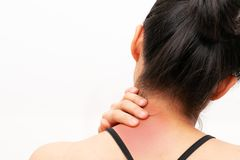 O pesco?o e o ombro das jovens mulheres causam dor a ferimento, a cuidados m?dicos e ao conceito m?dico fotos de stock