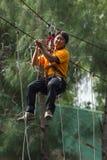 O pessoa de Ásia na aventura baseia falcões do céu Foto de Stock Royalty Free