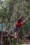 O pessoa de Ásia na aventura baseia o caminhante do céu Imagem de Stock Royalty Free