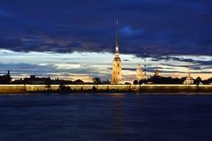 O Peter e o Paul Fortress de St Petersburg na noite Imagens de Stock Royalty Free