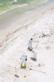 O petróleo lava em terra na praia de Pensacola Fotos de Stock Royalty Free