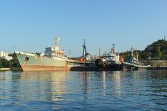 O petroleiro médio do mar Imagens de Stock