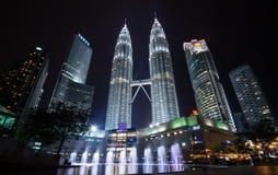 O Petronas eleva-se, as construções as mais altas em malaysia Foto de Stock