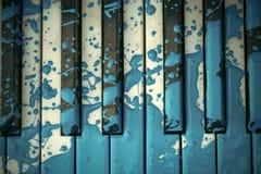O piano velho é pintado na cor azul Imagens de Stock Royalty Free