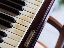 O piano velho fecha o close up Imagens de Stock Royalty Free