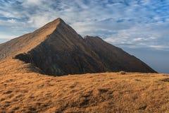 O pico de Moldoveanu em montanhas de Fagaras Imagens de Stock Royalty Free