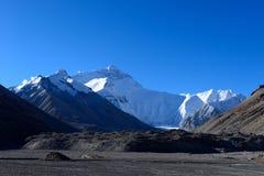 O pico o mais alto Monte Everest do mundo em Tibet imagem de stock