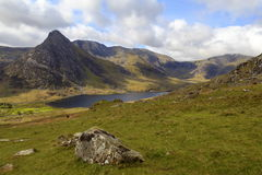 O pico triangular de Tryfan fotos de stock royalty free