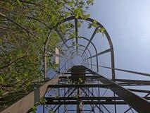 O pilão do cabo aéreo que conecta as cidades do albino e do Selvino imagem de stock