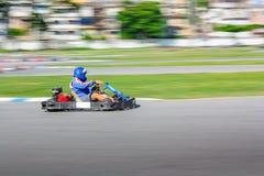 O piloto do kart na trilha, tiro é filtrado fotografia de stock royalty free